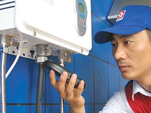 并按说明书和铭牌指示的使用方法,注意事项使用,维修热水器.图片