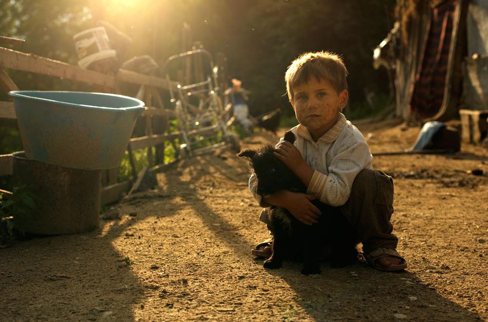 /slide/341/3411357_1.html dcdv.zol.com.cn true 中关村在线 http://dcdv.zol.com.cn/341/3411357.html report 303   不少人总认为欧美国家的农村生活必定比亚洲的要富裕,通过摄影师弗拉德 杜米特雷斯库的作品带我们走进其中某地的乡村生活,在拍摄中他发现生活在这儿的人们都很热情开朗,乡村原始的风情格外温情,而随着现代化的不断发展,很多东西也在一天天不断改变,不.
