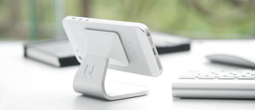 解放双手 苹果iPhone 5立即变身小电视