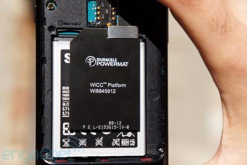 而智能手机的无线充电有两种方式可以实现,一种是直接通过芯片实现