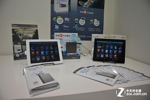 现场展示希捷wireless plus无线移动硬盘共享功能