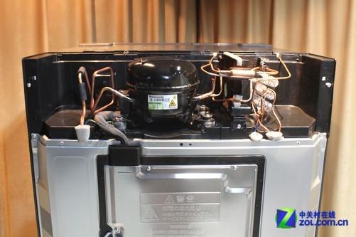 冰箱的压缩机位于冰箱背面顶部