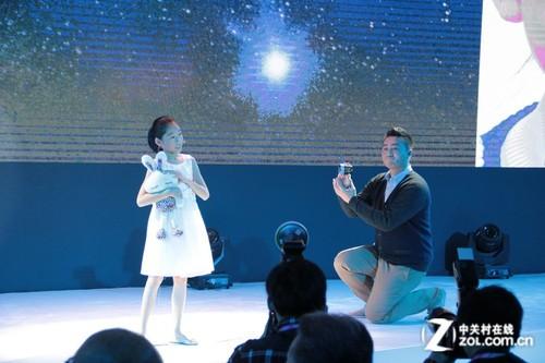 索尼音乐旗下歌手杨丞琳的登台表演以及多种方式独特