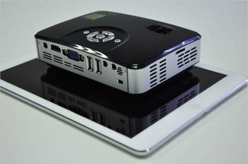 �9��y.l�.�9b(:fi_2操作系统 ■  wi-fi无线网络,智能输出 ■  兼容多种输入设备,拓展性