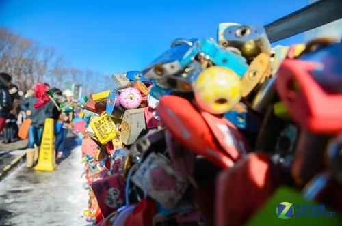大c游世界 韩国首尔南山塔挂满情人锁-中关村在线