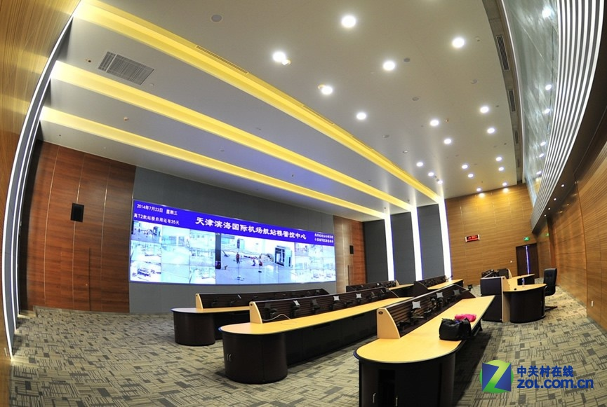 天津滨海国际机场t2航站楼指挥中心3x10弧形拼接