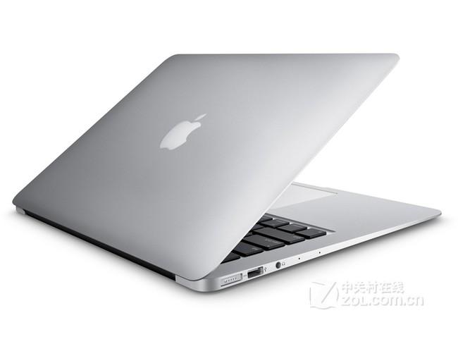 苹果MacBook Air 苹果MacBook Air采用13.3英寸英寸屏幕,分辨率为1440x900,配备了Multi-Touch触摸板,拥有更快的内存,带来更为出众的操控体验。 苹果MacBook Air采用Mac OS X Yosemite系统,Intel 酷睿i5 5250U(1.6GHz)处理器,并标配8GB内存,Intel HD Graphics 6000显卡芯片,配置高端主流,用户轻松畅享影音游戏。 当然苹果MacBook Air在接口设计上也较为常规,包含2USB3.