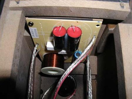 惠威10寸三分频器电路图