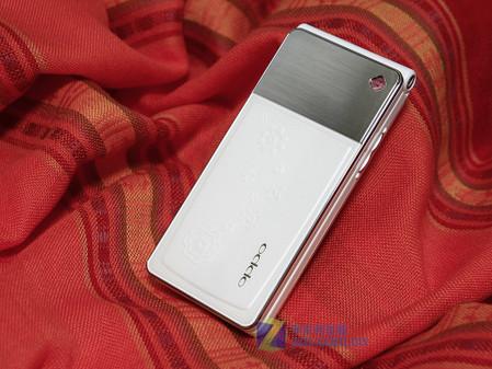 SNS时尚风 素洁翻盖手机OPPO U525图赏
