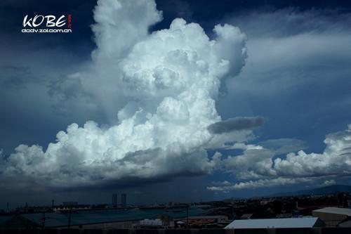 索尼 神户/层次感极强的云...