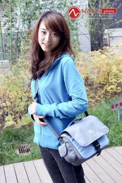 摄影包中的彩色精灵 纳伽CD10美女外拍图