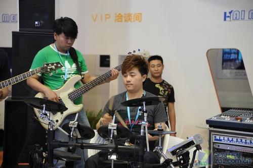 PALM2011:乐队现场演出助兴舞台音响展