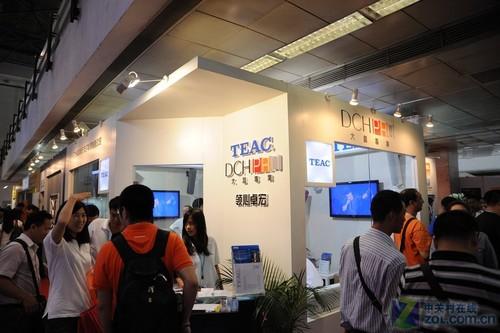 PALM2011:日本TEAC品牌展示多色彩音箱