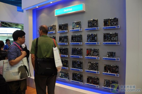 顶级平台已现 Intel展台X79主板全曝光