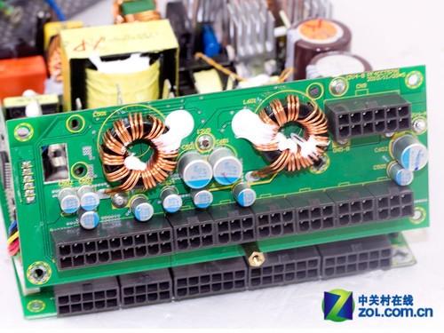 而从左到右依次为,电源5v待机变压器,12v主变压器llc谐振电?