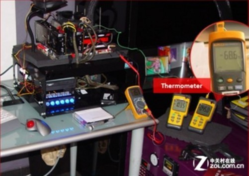 究极奥义:Subzero Sense超低温侦测技术 作为骨灰级的超频主板,超频自然是永恒的主题。在追求极限的过程当中,主板和CPU均承受着巨大的压力。在风冷和水冷均不再作用的时候,一个被无数玩家所痴迷的降温方法浮出了水面----液氮降温。 液氮:液态的氮气。是惰性的,无色,无嗅,无腐蚀性,不可燃,温度极低。氮构成了大气的大部分(体积比78.