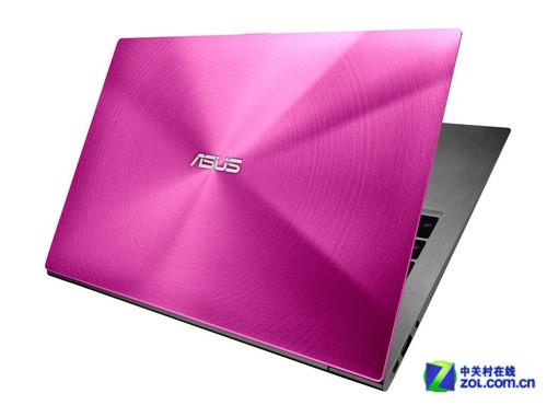 华硕双色ZenBook亮相CES2012