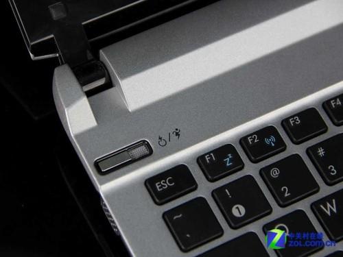 键盘上方左右两侧是笔记本开关电源按键和华硕独有的express gate快速