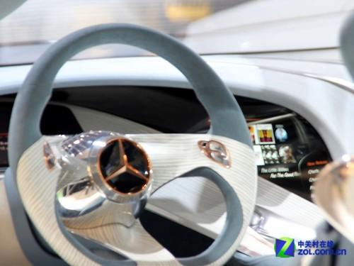 CES2012:奔驰汽车展示投影仪表盘系统