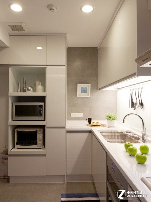 欧式厨房切入式冰箱摆放效果图
