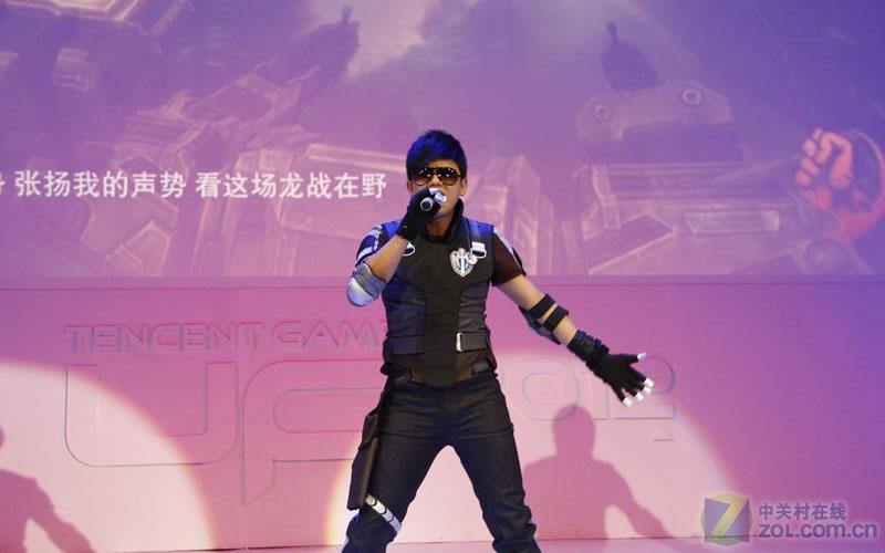 张杰现身游戏发布会 为游戏《逆战》代言-第8