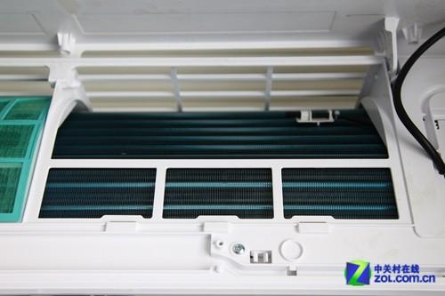 家电 正文  打开室内机内部我们可以看到空调的过滤网以及简单的布线