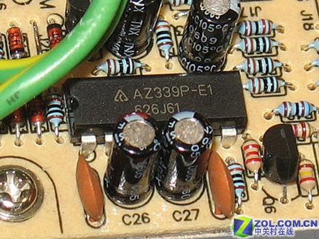 在电路板的一角装有金河田独有的节能芯片,这也是金河田节能大师