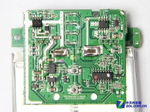 爱电虫i800移动电源的电芯正负极电路板是直接插在