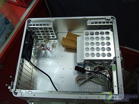 联力pc700机箱内部结构